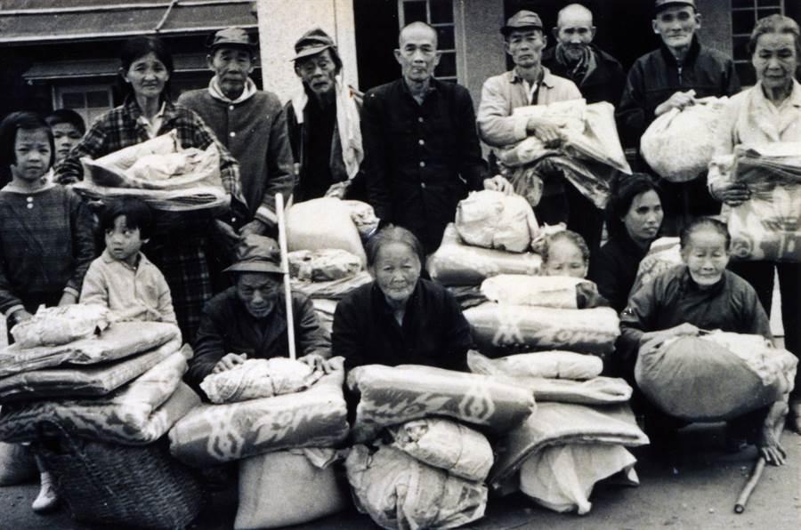 1969年2月9日,慈濟在普明寺舉辦冬令發放圍爐,迄今年年舉辦。(圖/慈濟基金會提供)