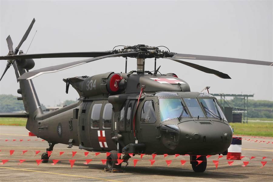 空軍嘉義基地海鷗救護隊UH-60M黑鷹直升機將在明天舉行成軍典禮。(資料照片)