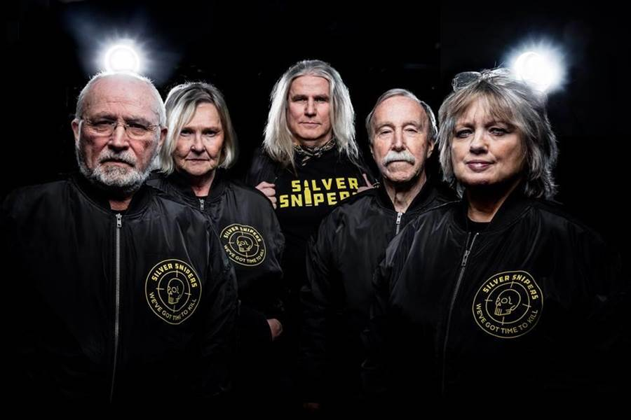 年均67歲的瑞典電競隊「銀色狙擊手」號稱是全世界最年長的電競團隊。(圖取自Silver Snipers臉書)