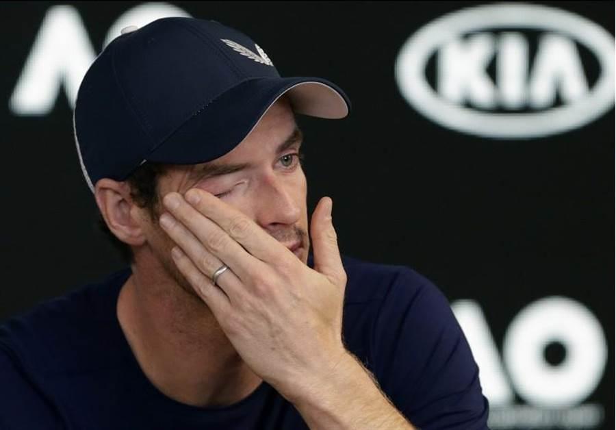 莫瑞在記者會宣布最慢打完今年溫網後退役,還忍不住掉淚。(美聯社)