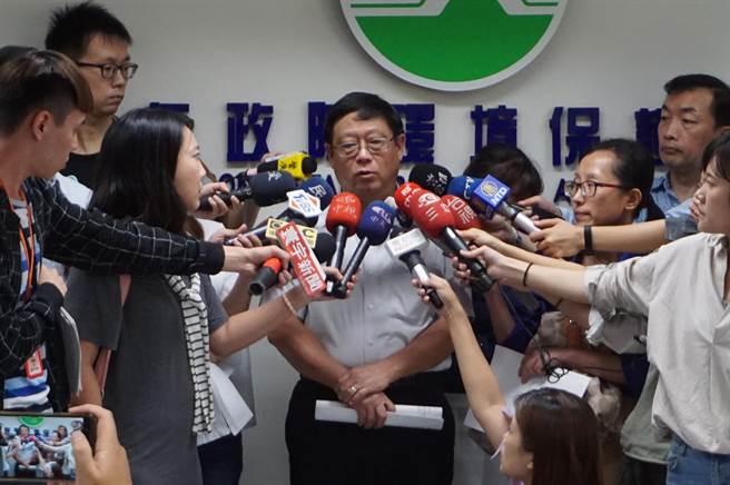 原環保署事務副署長張子敬(中)升任署長。(資料照/廖德修攝)