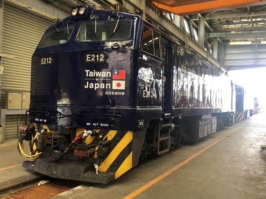 台鐵與日本南海電鐵合作,推出具「大阪風」的彩繪列車。(台鐵局提供)