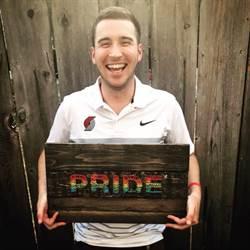 同性戀被嗆「地獄玩得開心」 他一招讓對方閉嘴