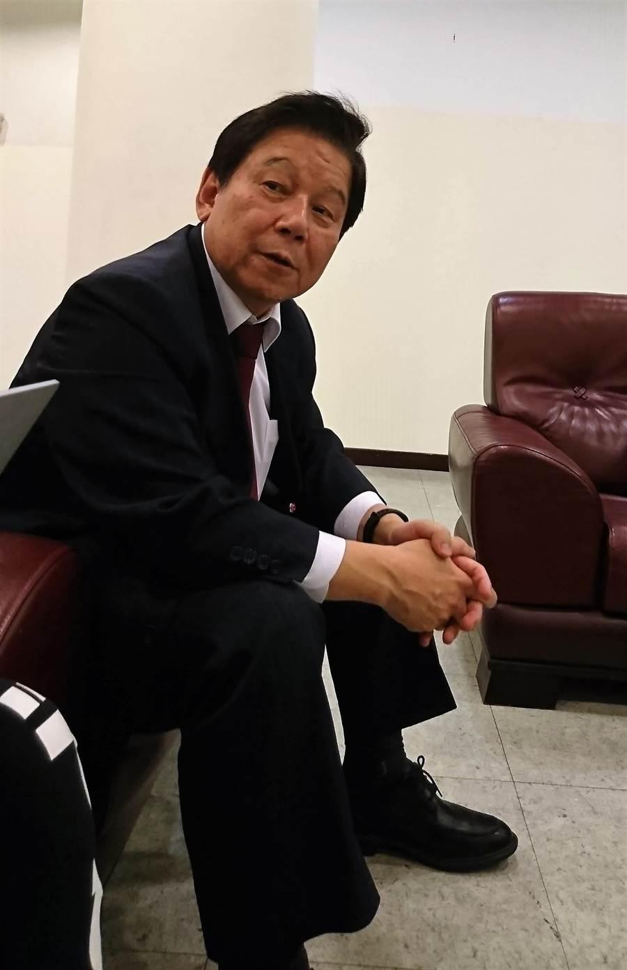 國票金控董事長魏啟林表示,國票金和日本樂天銀行、樂天信用卡公司結盟申請純網銀,是「100%金融隊」!(陳碧芬攝)