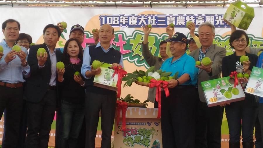 韓國瑜市長出席大社三寶農特產蜜棗評鑑會頒獎活動,強調市府一定會幫農民促銷農產,讓農民過更好的生活。(林雅惠攝)