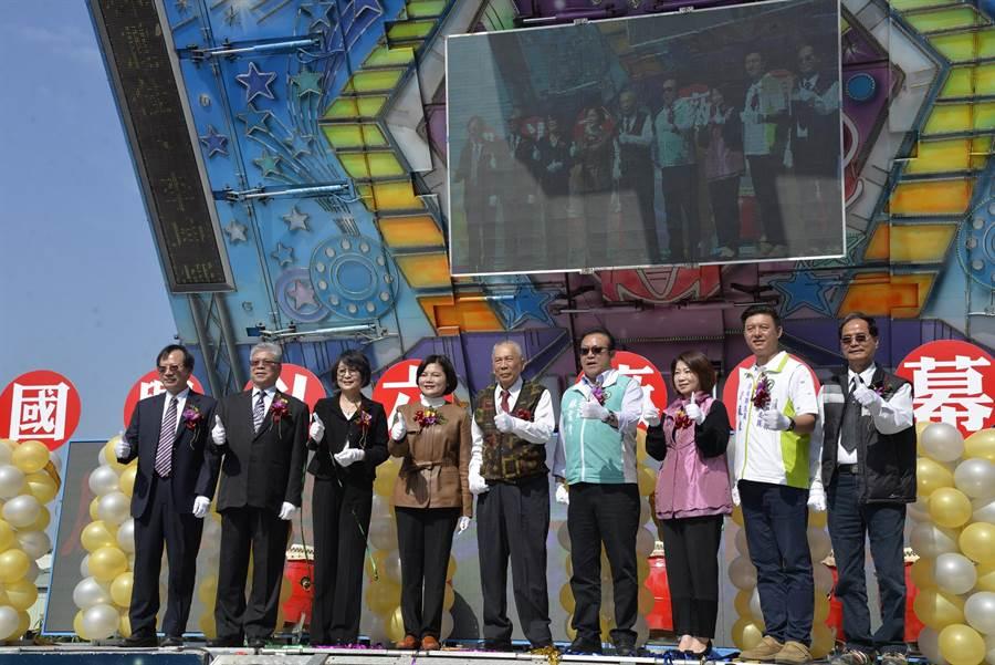 國興斗六飼料廠開幕,張麗善(左四)持續招商創造就業機會。(張朝欣攝)