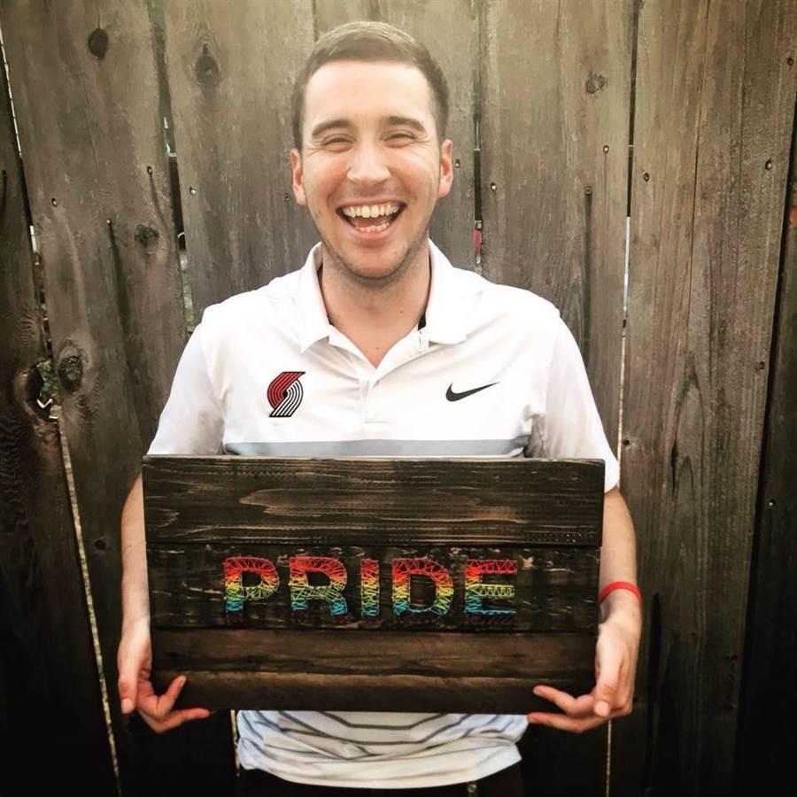 同性戀被嗆「地獄玩得開心」 他一招讓對方閉嘴(圖片取自/Matt Dorio FB)
