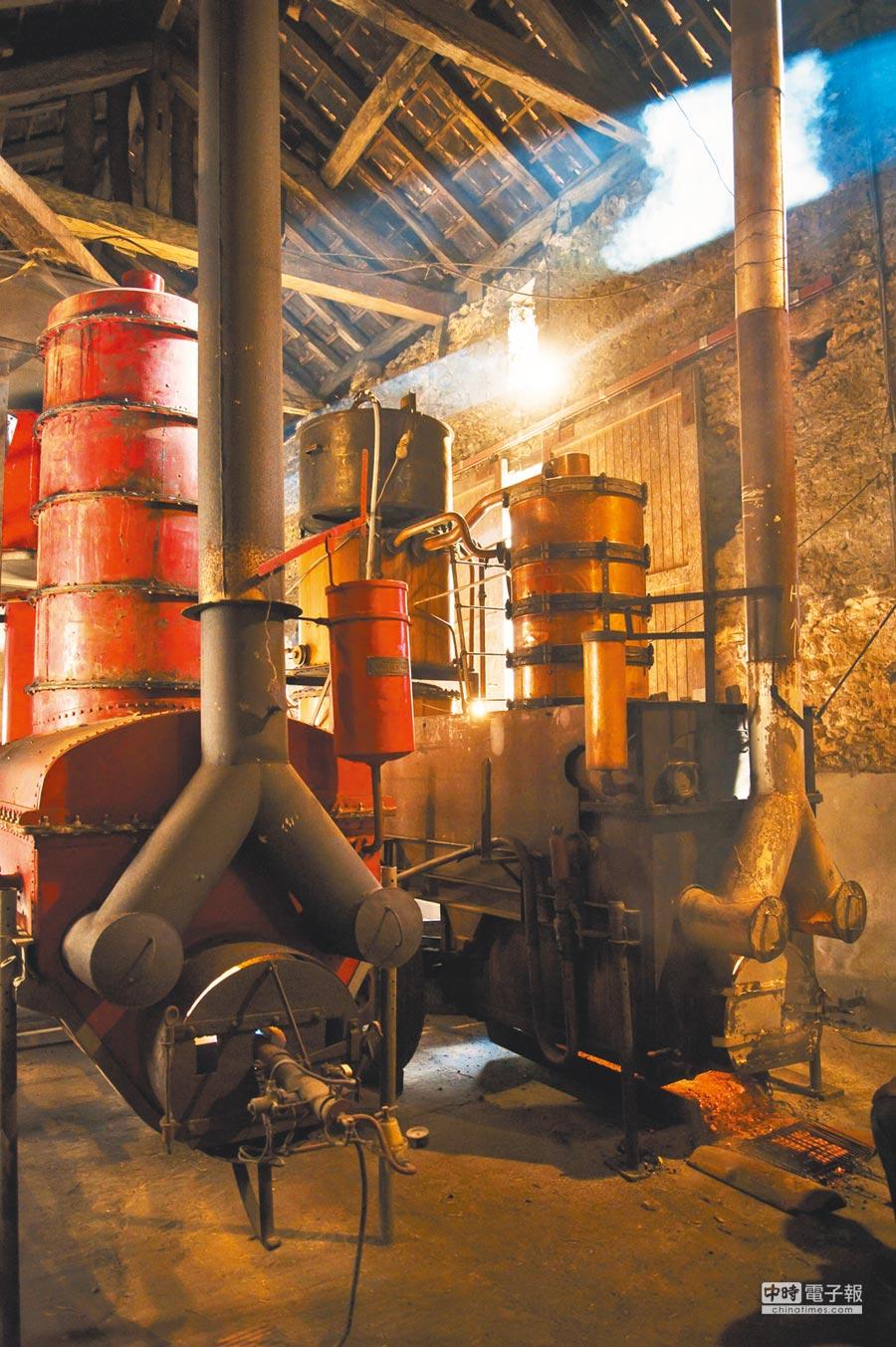 雅馬邑的蒸餾及陳年形式質樸,卻很能保存葡萄酒裡的各種幽微香氣,同時呼應最初是在地農人自產自銷的淵源。圖片提供各品牌