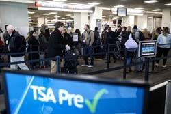 美政府停擺 機場安檢爆漏洞!婦持槍飛日無人管
