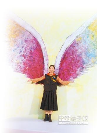 美藝術家乘天使之翼 為花蓮祈福