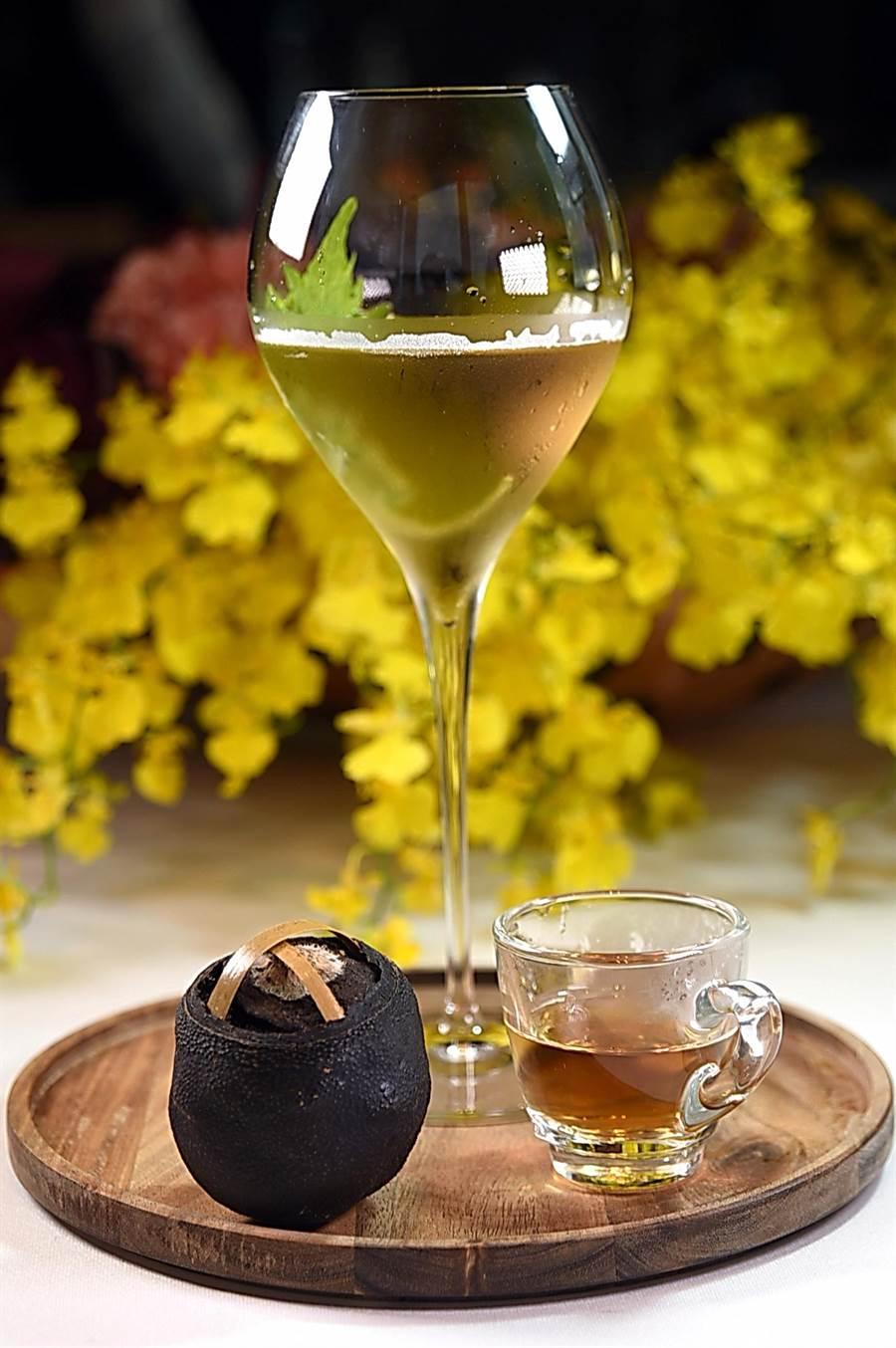 以不同中國茶佐各式中式美餚,到〈SHINPUYUAN新葡苑四十六〉款待外國友人可讓對方了解中華飲食文化。(圖/姚舜)