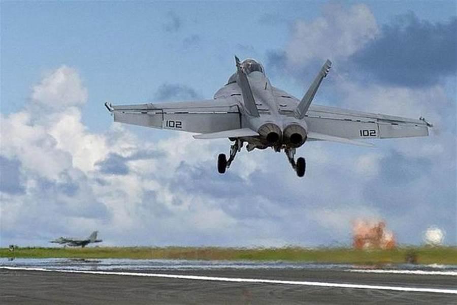 F/A-18戰機在硫磺島演訓到2011年,未來會在馬毛島。(圖/星條旗報)