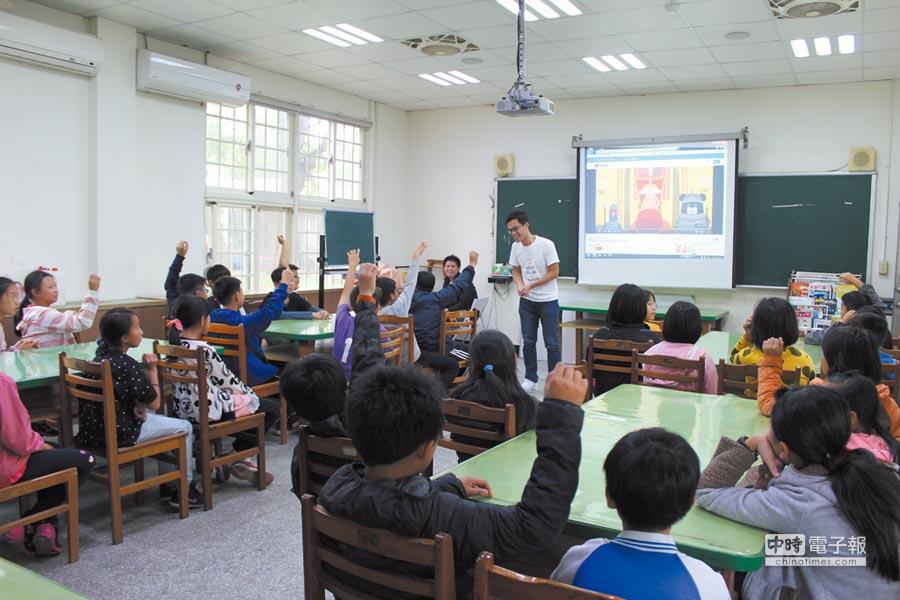 王道銀行藉由金融教育影片的互動,讓學童能輕鬆了解複雜的金融觀念。圖/業者提供