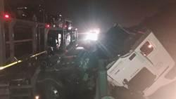 聯結車國道三撞貨車再撞護欄 車頭斷駕駛受傷