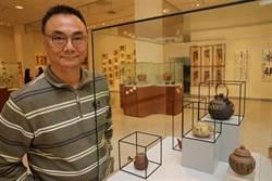 蕭世瓊以官窯瓷瓶創作並灌入金酒創台灣藝術界第一