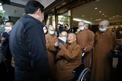 前總統馬英九拜會星雲大師 親贈八年執政回憶錄
