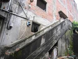 日軍第6燃料廠修繕工程樓梯扶手意外倒塌