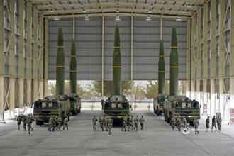 軋一下!美軍亮B2轟炸機 共軍秀東風16導彈