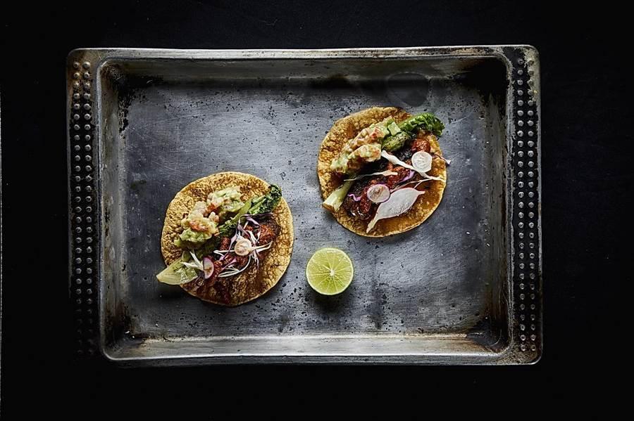 泰國知名火焰料理餐廳〈Meatlicious〉廚團將於2月21日客座台北晶華酒店,屆時吃貨可嘗到炭烤的〈牛小排‧塔可餅〉。(圖/晶華酒店)