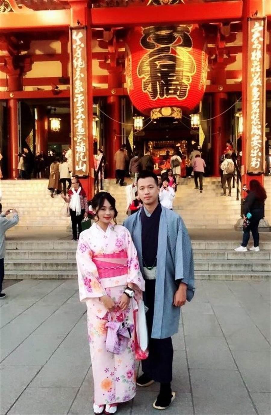 詹於醒(圖右)在永慶房屋年薪百萬,去年就帶女友出國3次,享受工作與生活平衡。(圖/永慶房屋 提供)