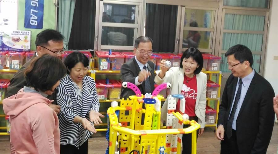 上石國小「趣玩STEAM館」開幕,將成為幼兒學習發展的一個新境地。(陳世宗翻攝)