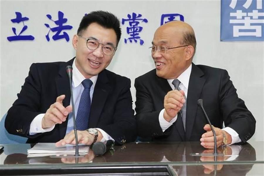 行政院長蘇貞昌(右)拜會國民黨立院黨團總召江啟臣(左)。(黃世麒攝)