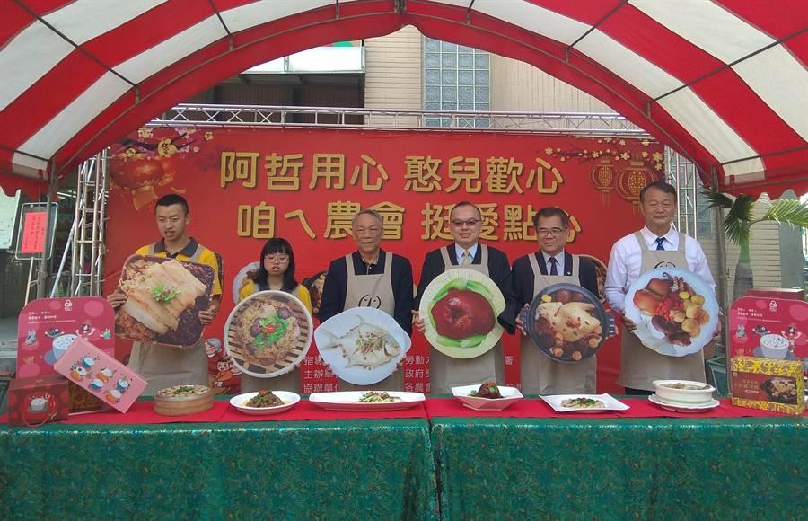 台南巿府與喜憨兒庇護工場及台南巿各區農會攜手,推出「愛點心」年菜預購。(劉秀芬攝)