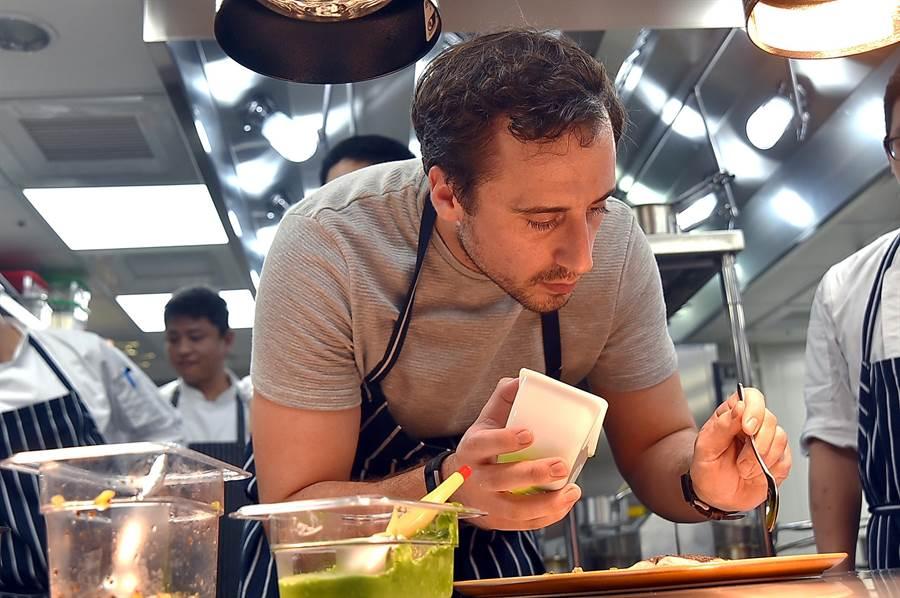 來自英國的JamesSharman是世界神廚ReneRedzepi旗下最喜愛的大弟子之一,他被紐約時報譽為『真正定義摩登料理的主廚』。(圖/姚舜)