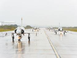 空軍加強戰備 幻象戰機大象漫步