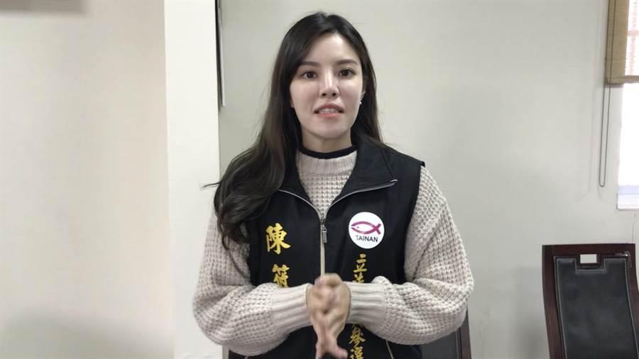退黨參選的陳筱諭想與謝龍介來場「最強村姑」與「最強紳士」的對決。(莊曜聰翻攝)