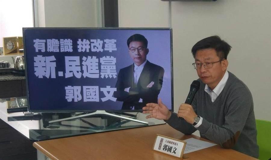 代表民進黨參選的郭國文希望與謝龍介來場君子之爭。(莊曜聰翻攝)