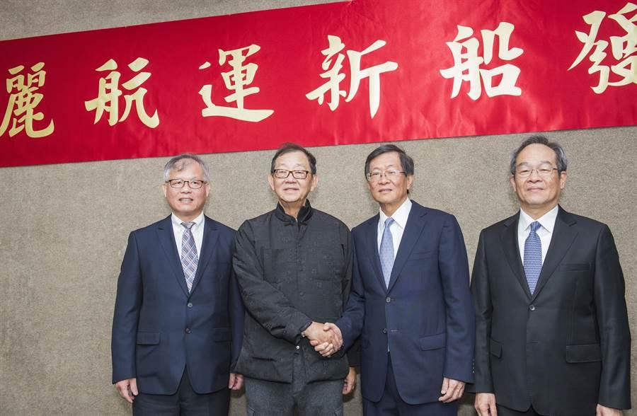 右起為百麗航運總經理鄭俊聲、慧洋海運董事長藍俊昇、台開董事長邱復生。(慧洋提供)