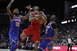 NBA》倫敦賽超戲劇化 巫師靠妨礙中籃絕殺