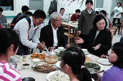 蔡英文總統一周內二訪台南 邀民眾加她臉書
