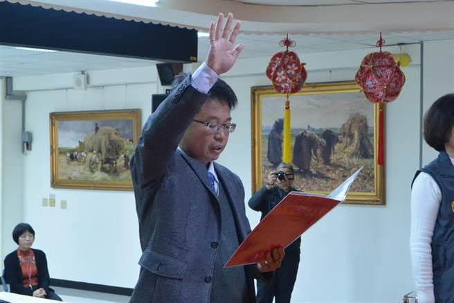 新任稅務局長黃國樑18日上午宣誓就職。(巫靜婷攝)