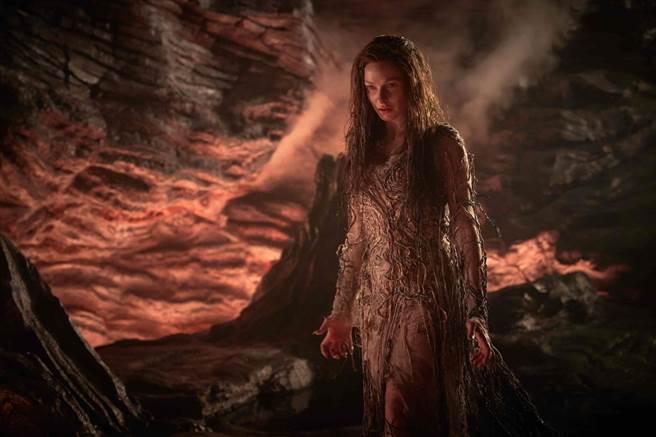 蕾貝卡弗格森飾演「魔甘娜」。(福斯提供)