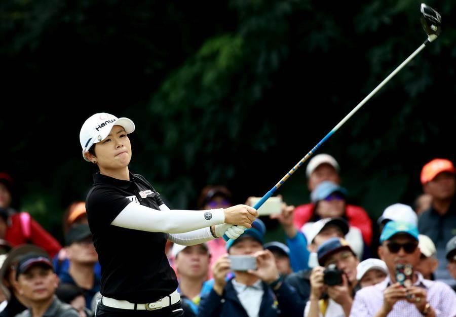 南韓女子高球實力越來越強,從台韓近30年的交流即可看出;圖為2017年裙襬搖搖LPGA台灣賽冠軍、南韓選手池恩熹。(資料照/裙襬搖搖LPGA台灣賽提供)
