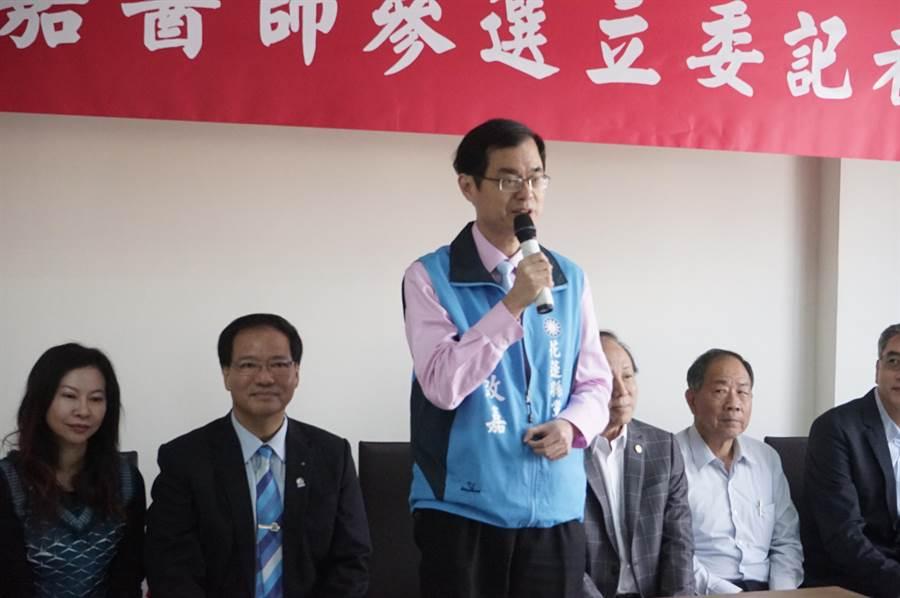 花蓮縣國際觀光醫療協會理事長黃啟嘉宣布參選立委,引起醫界熱烈回應。(范振和攝)