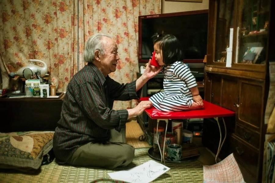 把握時間與孫女開心玩耍(圖片取自/Shin Noguchi IG)