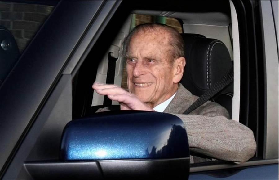 菲立普親王雖然高齡97,但似乎仍沒打算放棄開車。(路透)
