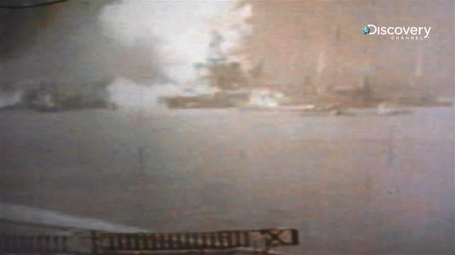 《太平洋戰爭全彩實錄》節目中收錄了珍珠港事件發生當下唯一被公認的彩色影片。(Discovery頻道 提供)