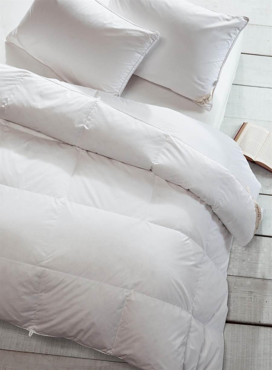 東妮寢飾三品牌波蘭典藏50D羽絨被原價1萬1960元,特價3980元。(東妮寢飾提供)