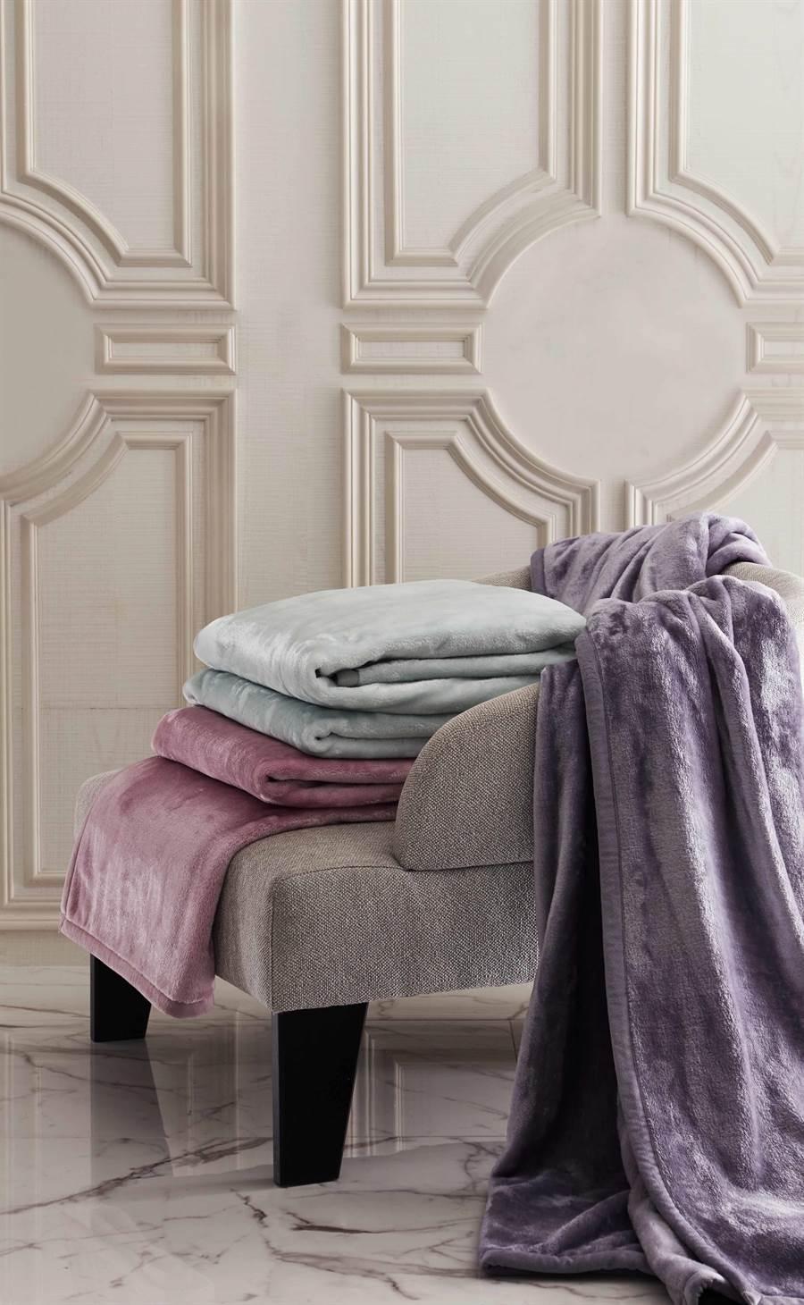ToniaNicole東妮寢飾素色雪芙蓉毯原價7960元,特價2680元。(東妮寢飾提供)