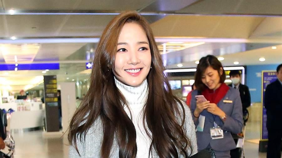朴敏英見到粉絲露出甜美微笑。(范揚光攝)