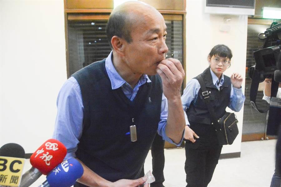 高雄市長韓國瑜到議會備詢,民進黨議員趁質詢時揶揄「路平」承諾也可能跳票。(林宏聰攝)
