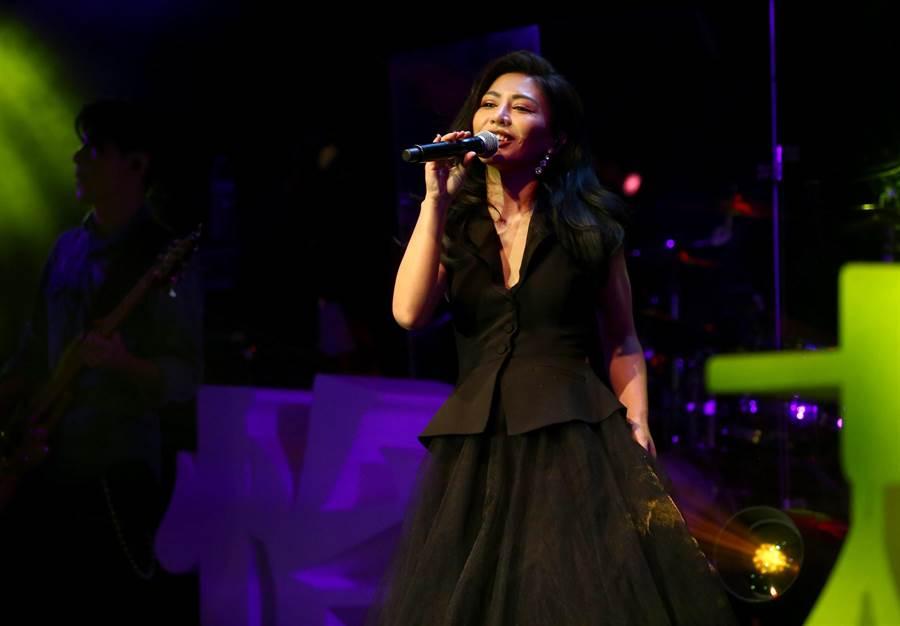 艾怡良今在台北Legacy開唱。(粘耿豪攝)