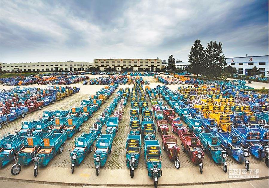 淮海控股集團小型車輛整裝待發。