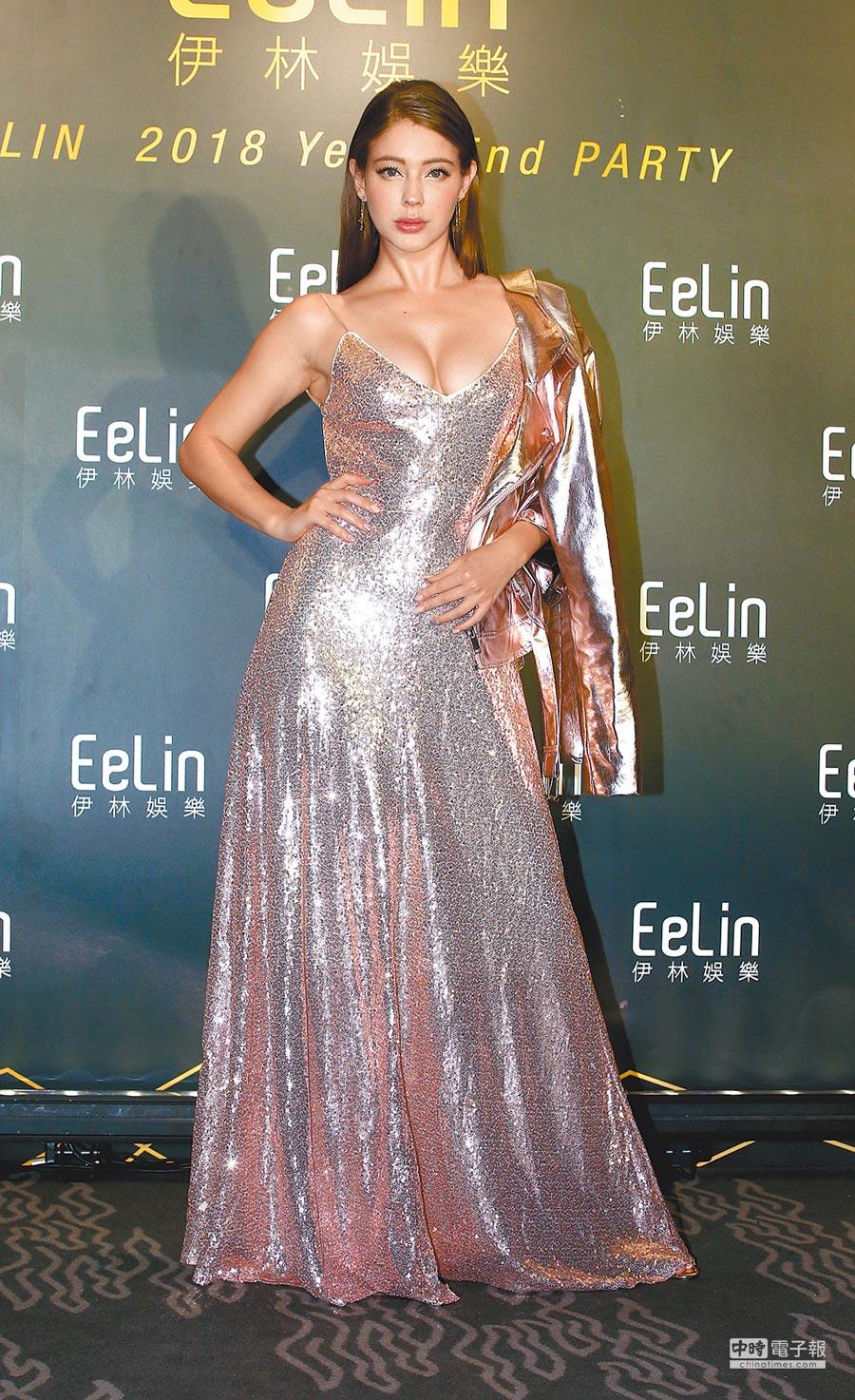 1月17日,安妮出席伊林娛樂尾牙主題派對「愛 aite」。(本報系記者粘耿豪攝)