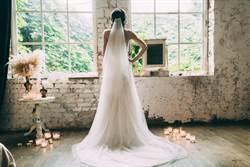 為何婚紗是白色?歷史學者揭背後炫富真相