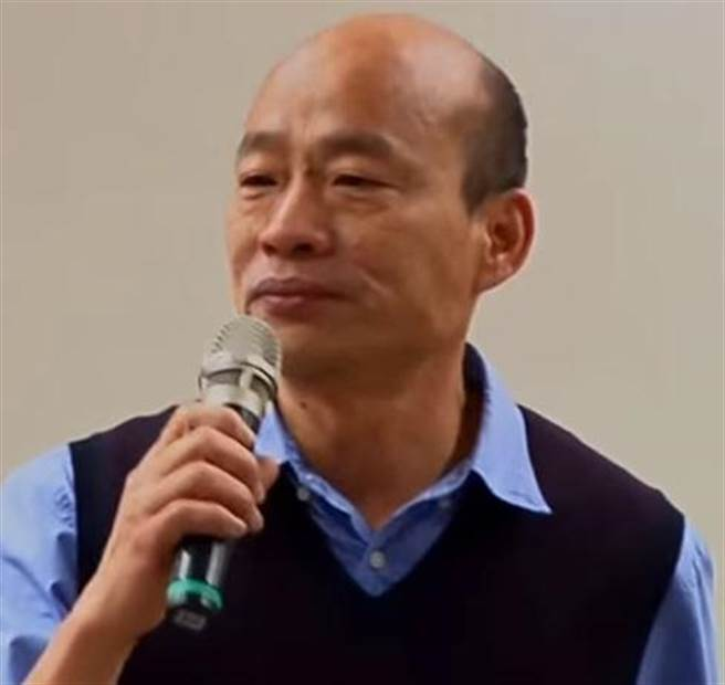高雄市長韓國瑜卸任下國民黨高雄市黨部主委,數度哽咽、感性道謝黨工。(圖/取自中天新聞CH52)
